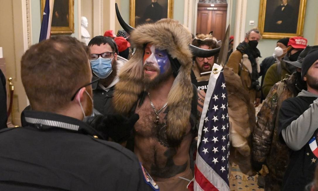 A group of pro-Trump protesters stormed the Congress House on Wednesday (6) and disrupted the session confirming Joe Biden's victory in the November presidential election: Photo: SAUL LOEB / AFP