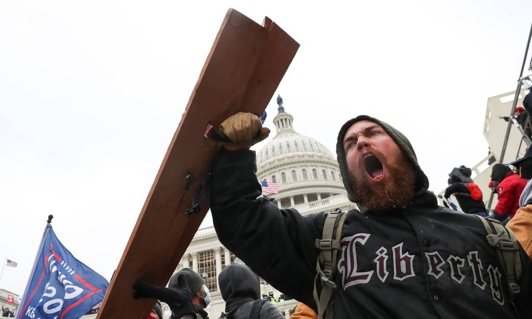 A man shouts as Trump supporters gather in front of Congress building Photo: LEAH MILLIS / REUTERS