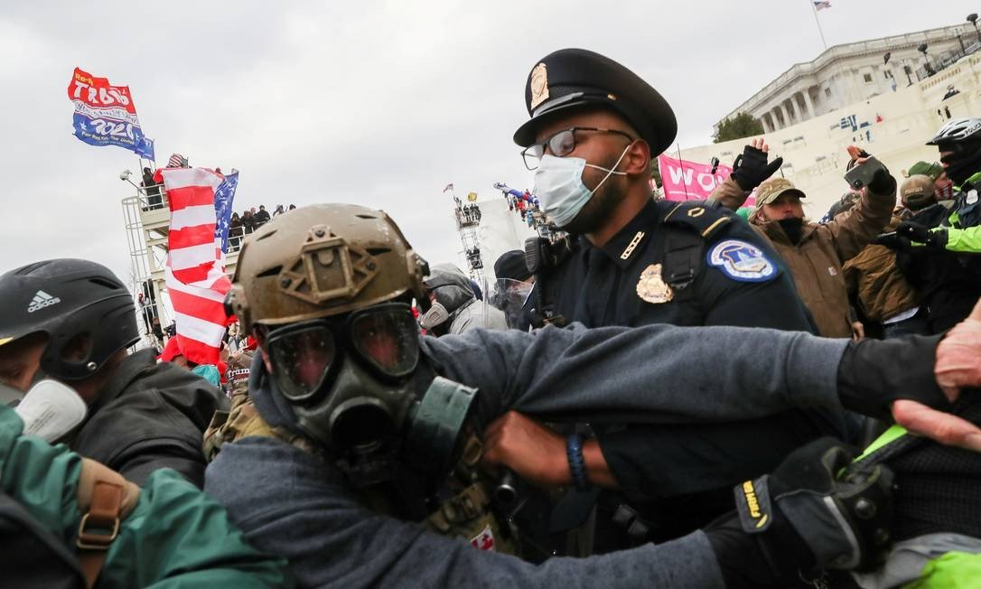 Pro-Trump protesters clash with police in front of US Congress in Washington, photo: LEAH MILLIS / REUTERS