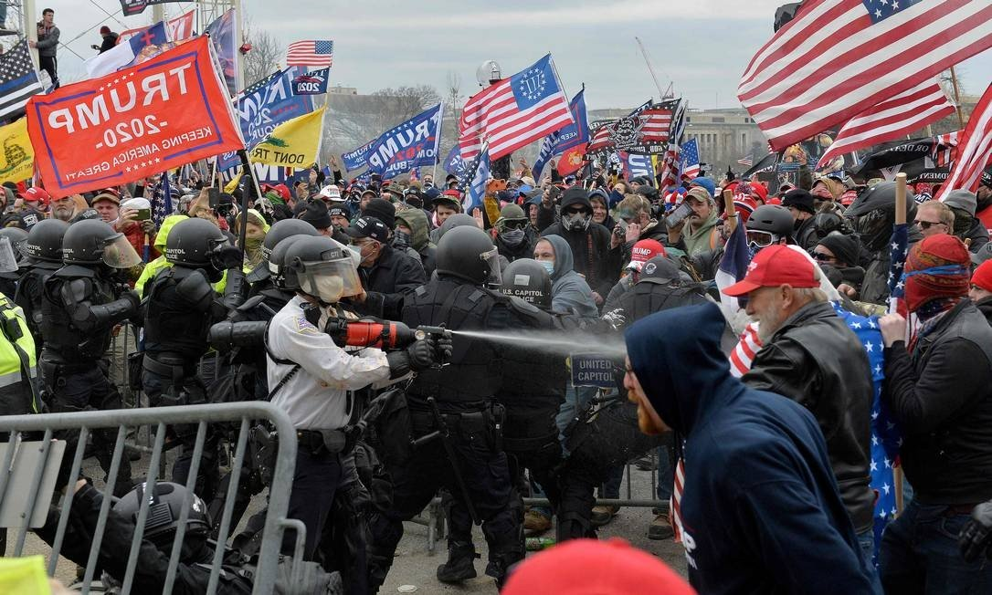 Pro-Trump protesters clash with police in front of US Congress in Washington, Photo: PREZIOUS JOSEP / Inc.