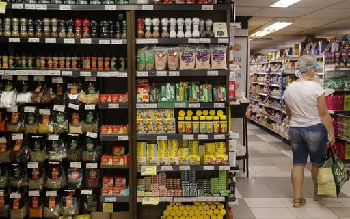 NGO - ópoca Negócios says supermarket should improve accountability practices