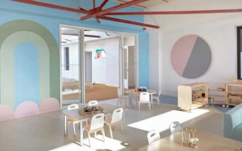 The school in Australia has minimal decor with pastel colors and playful elements - Casa Vogue