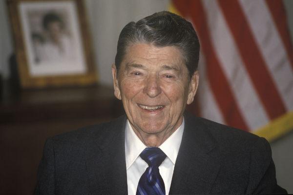 Ronald Reagan foi presidente dos Estados Unidos em dois mandatos (1981 a 1988).
