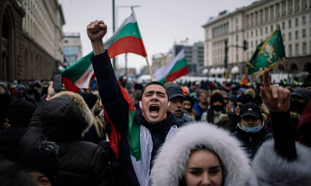 In Bulgaria, retailers and owners of cafes, bars and restaurants and their employees are protesting the ban due to the epidemic in the capital Sofia. Photo: DIMITAR DILKOFF / AFP - 27/01/2021