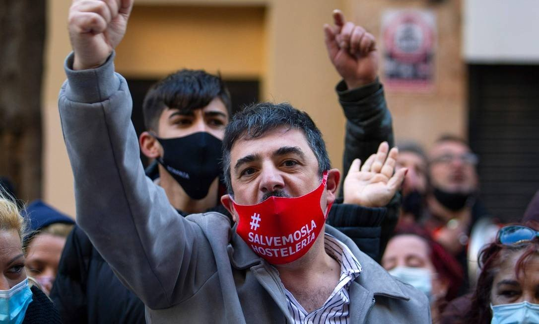 Protesters protest against restrictions imposed on restaurants by regional government to curb growth in Coronovirus cases in Palma de Mallorca, Spain: Photo: JAIME REINA / AFP - 22/01/2021