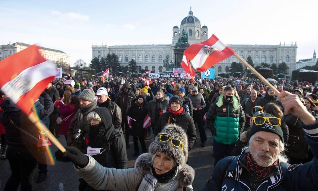 Protest against new restrictions to combat coronovirus in Maria Theresian Platz, Vienna, Austria Photo: Alex Hallada / AFP - 16/01/2021