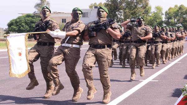 A new form of confrontation with security forces ... with similar equipment