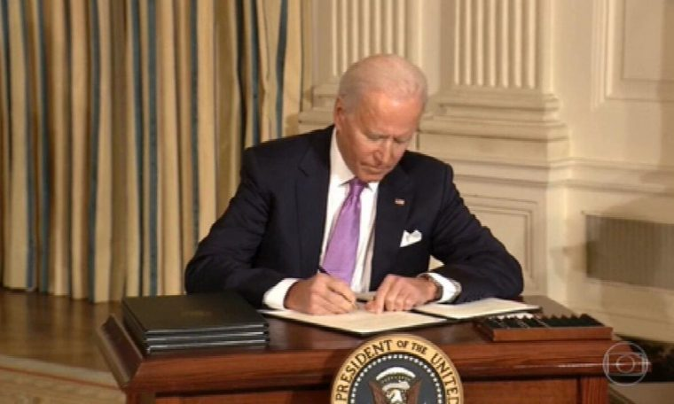 Biden executive orders national newspaper to combat racism in America