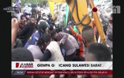 Indonesian earthquake killed dozens and injured dozens.  world