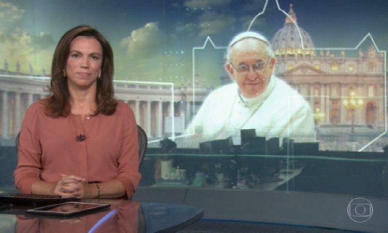 """Pope asks journalists to wear """"soles"""""""
