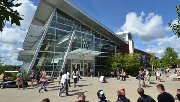 The University of Akron in the United States offers scholarship courses for Brazilians