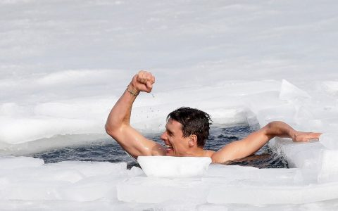 Czech diver breaks world record for ice swimming |  world