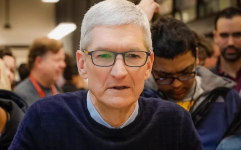 Tim Cook tells shareholders that Apple has never had products with such potential