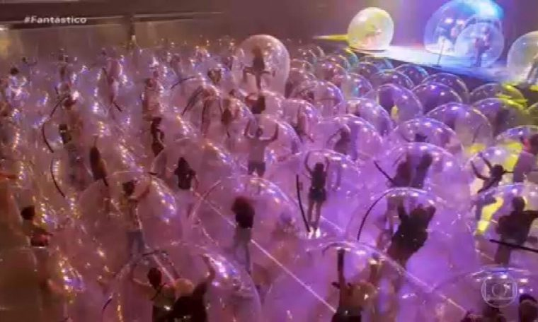 Bubble Show and Film Festival for one person only;  Discovery of forms of fun in epidemic |  Fantastic