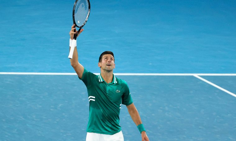 Djokovic moves to Australian Open semi-finals