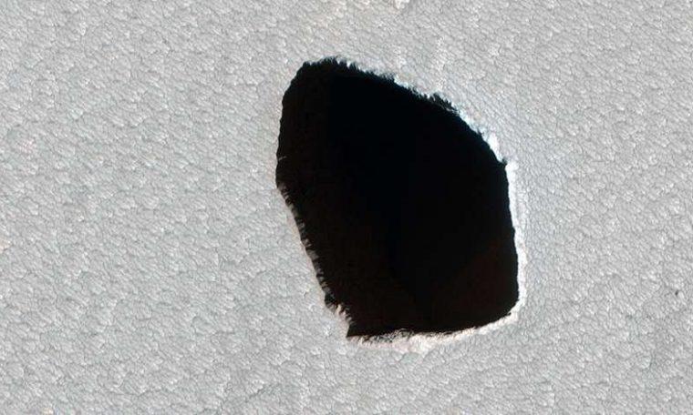NASA finds 180-meter diameter well on Mars