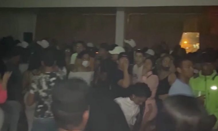 They close a house where 200 subjects were being celebrated, most of them Venezuelans.  News
