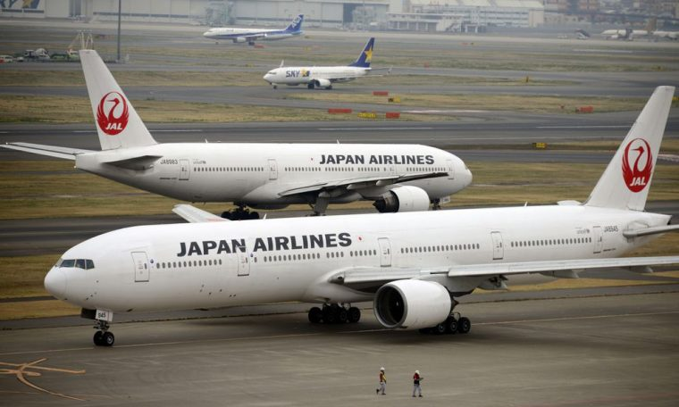 Two simultaneous accidents on the engine of a Boeing aircraft put the aeronautical giant in check again.  Economy