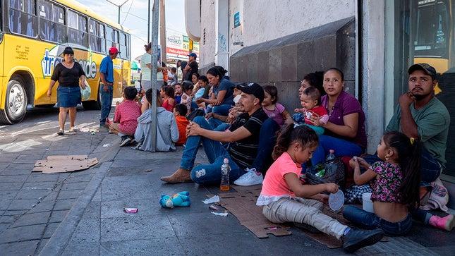 EUA admitem primeiro grupo de imigrantes requerentes de asilo