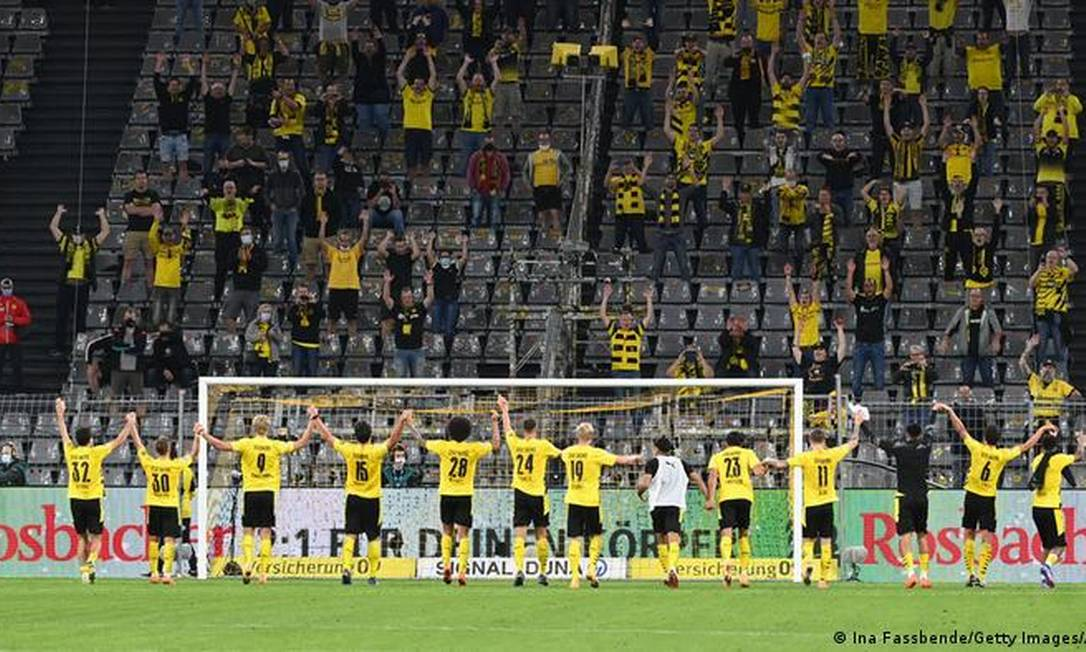 The largest German football stadium, Westfallenstadion, can receive 28,000 fans according to the background Photo: Ina Fassende