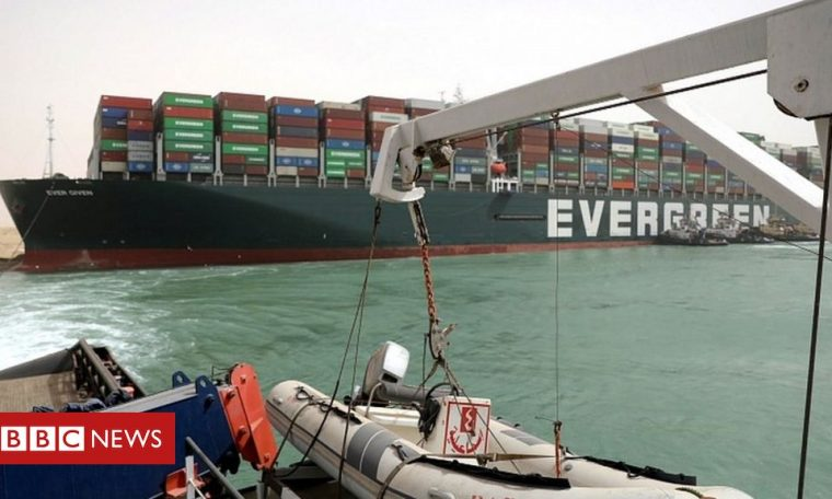 New strategy to try to take back the ship that blocked the Suez Canal
