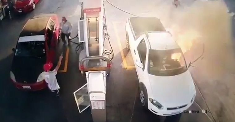 He used his cell phone when he loaded gasoline and started a fire - News