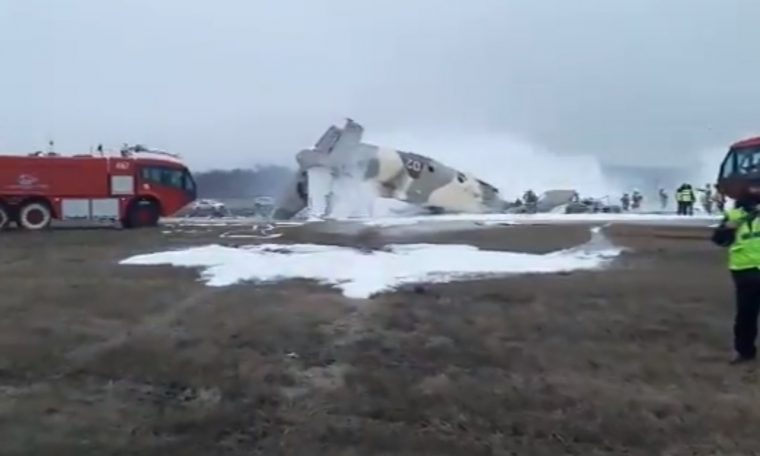 Antonov 26 falls within seconds of landing;  Confirmed the death of four