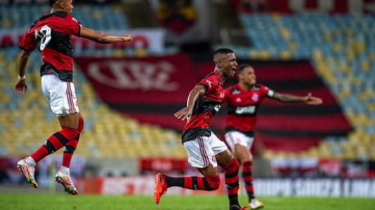 Check out Max's great goal that won Flamengo in his debut at Carmeoka