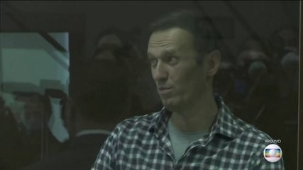 Alexei Navalny's lawyers say he is not in jail and asks for answers