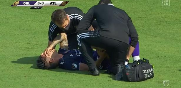 """Alexandre Pato debuts as """"Playmaker"""", but loses goal and gets hurt - 04/17/2021"""