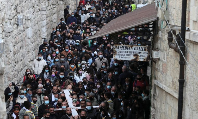 After mass vaccination, Christians relieved Easter without isolation in Jerusalem.