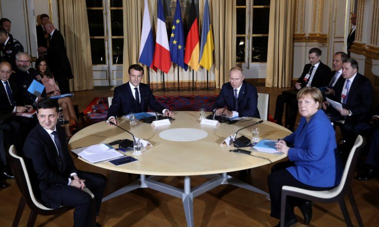 France and Germany call for 'restraint' amid tensions between Russia and Ukraine