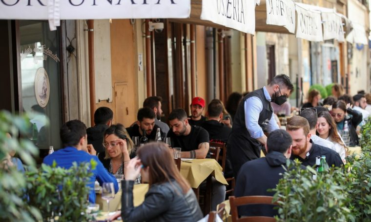 Italy reopens bars, restaurants, cinema and museums;  The government announced a € 222 billion plan.  world