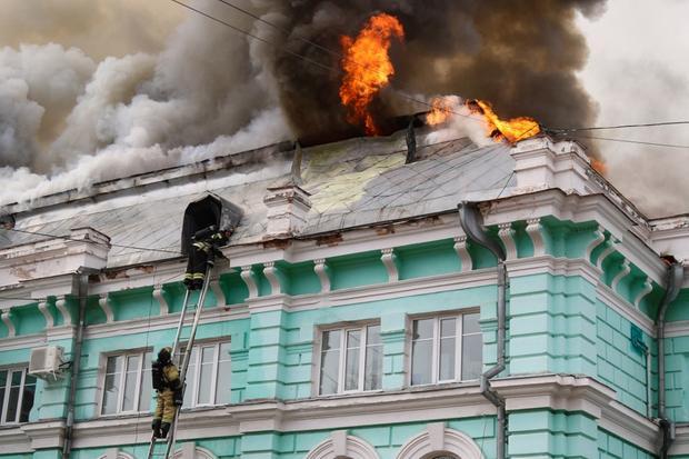 Russian surgeons finish cardiac surgery amid hospital fire