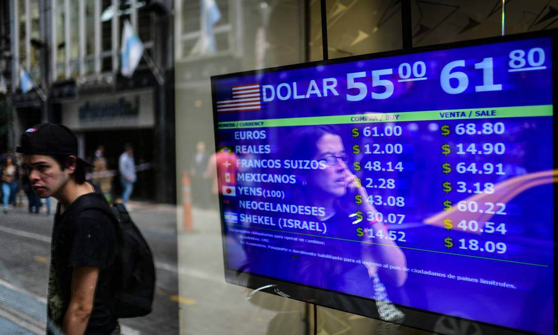 Devaluation: The exchange office shows the values of the exchange of Argentine currency (peso) in August 2019.  In the last three years, the value of the dollar has tripled. Photo: Ranaldo Schmidt / AFP
