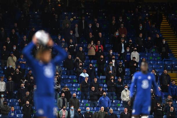 England celebrates fans' return to stadium after six months