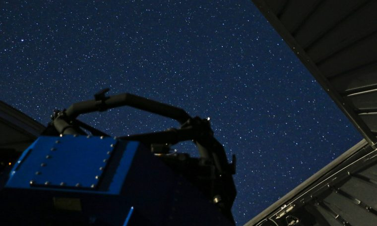 A rare and old star from the Sun has been discovered with a telescope that features the technology of Santa Catarina.  Santa katrina