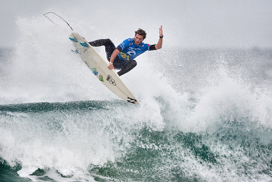 Frederick Morris advances to round 16 in a surfing championship in Australia - news from Coimbra