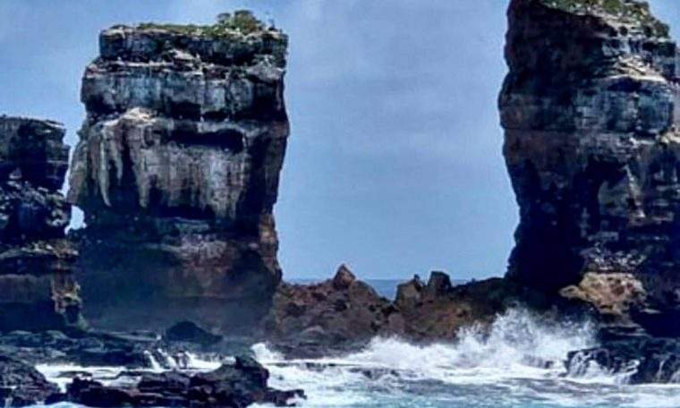 The top of Darwin's arch, the rock formation in the Galápagos, collapsed;  See Before & After - 19/05/2021 - Turismo Tur