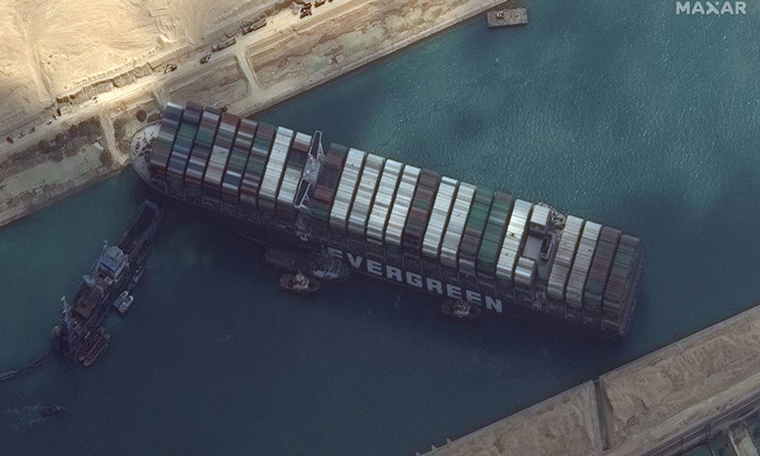 MAXAR Technologies Satellite Image Show Ever Given Cross in the Suez Canal Photo: MAXAR Technologies / VIA REUTERS
