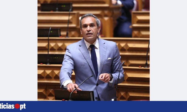"""Carlos Pereira calls for """"affirmative discrimination"""" of Madeira on UK list - DNOTICIAS.PT"""