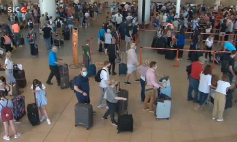 Early return to UK causes queues at Faroe Airport