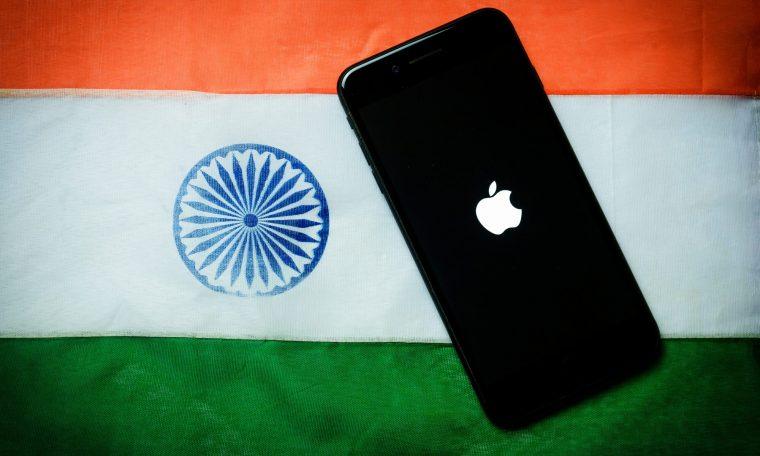 iPhone sobre bandeira da Índia