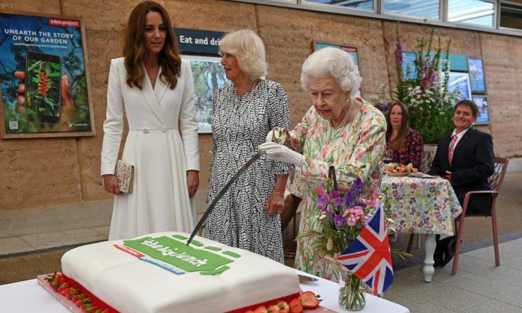 Rainha Elizabeth, Catarina, Duquesa de Cambridge, e Camila, Duquesa da Cornualha