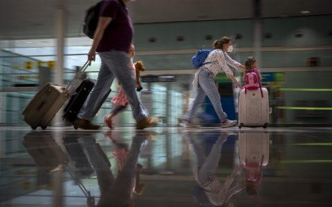 The European Union issued the withdrawal of tourists from the US and 5 other countries.  world