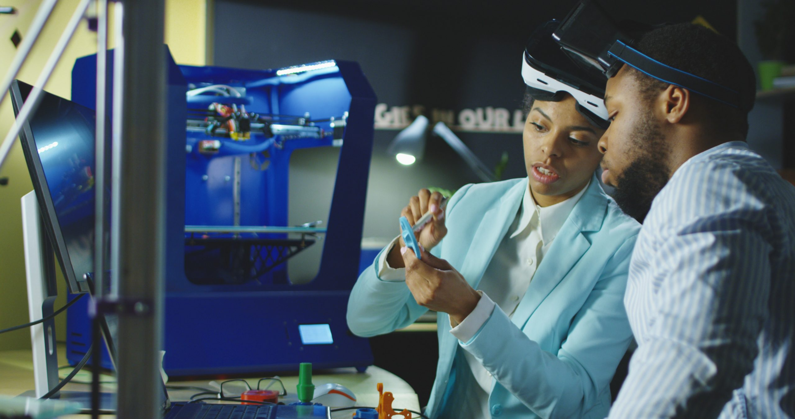 Hide Engineers Using 3D Printers and Virtual Reality