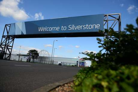 Silverstone welcomes Formula 1 to sprint racing with a sunny and warm Saturday