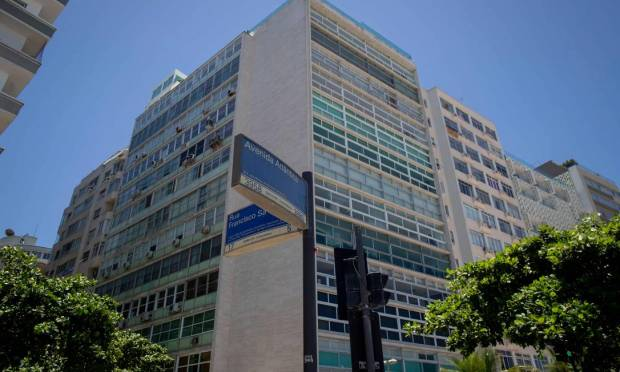 The building in Copacabana where Nissan has an apartment was used by Ghosn on his way to Rio.  The family fought in court for access to the property. Photo: Mauro Pimentel / AFP