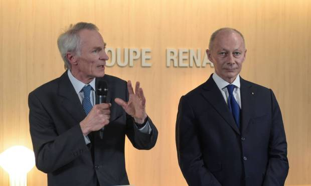 Renault's new chairman, Jean-Dominique Senard, speaks with the automaker's new managing director, Thierry Bollor.  Both replaced Carlos Ghosn. Photo: Eric Piermont / AFP