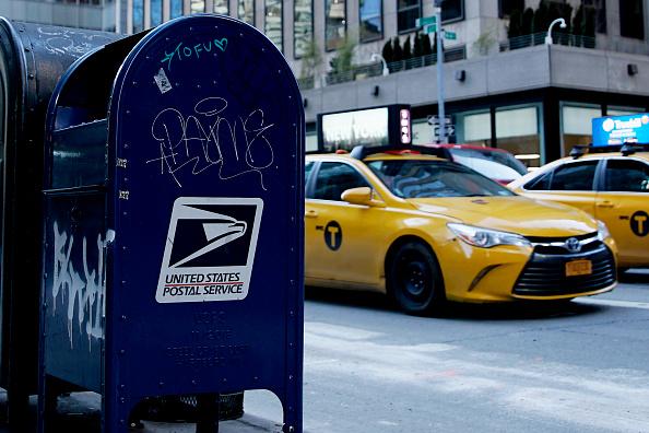 Caixa de correio do USPS é vista na Quinta Avenida, em 24 de fevereiro de 2021